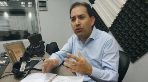 Víctor Hugo Villacrés - Analista y consultor económico