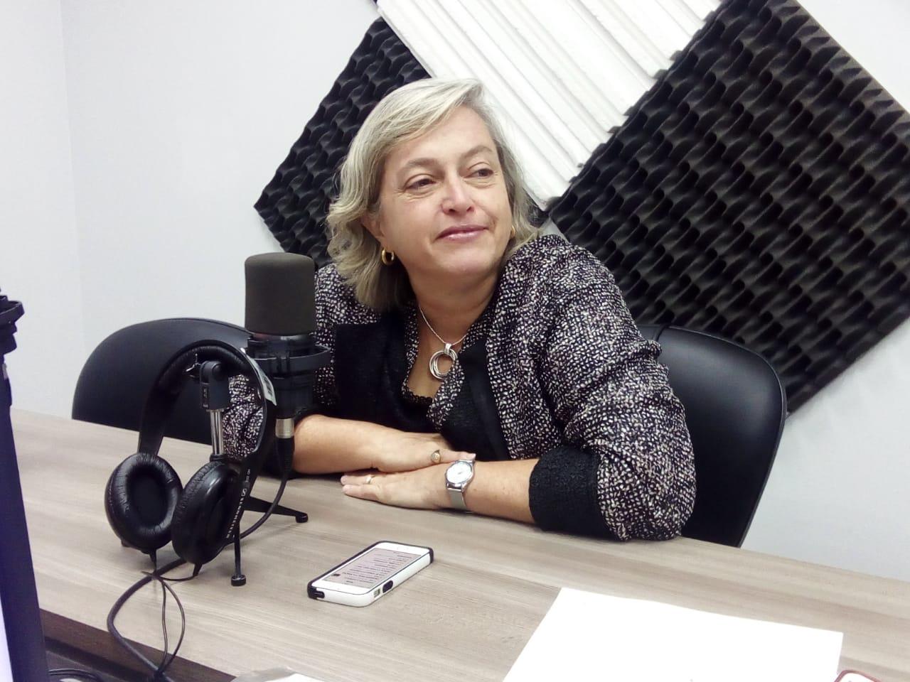 Carmen Beatriz Fernández: Manejo de crisis política en redes sociales.