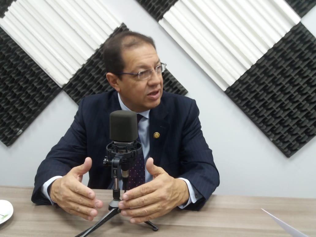 Santiago Guarderas: Hoy no Circula.