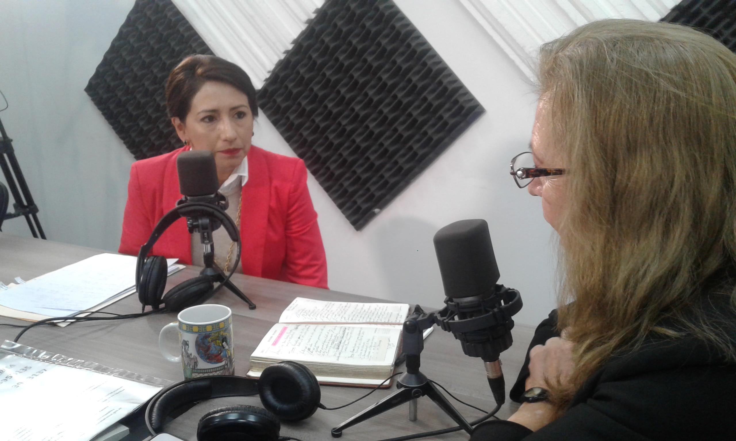 Adriana Salgado : Se construyen 34 mil viviendas para afectados por el terremoto