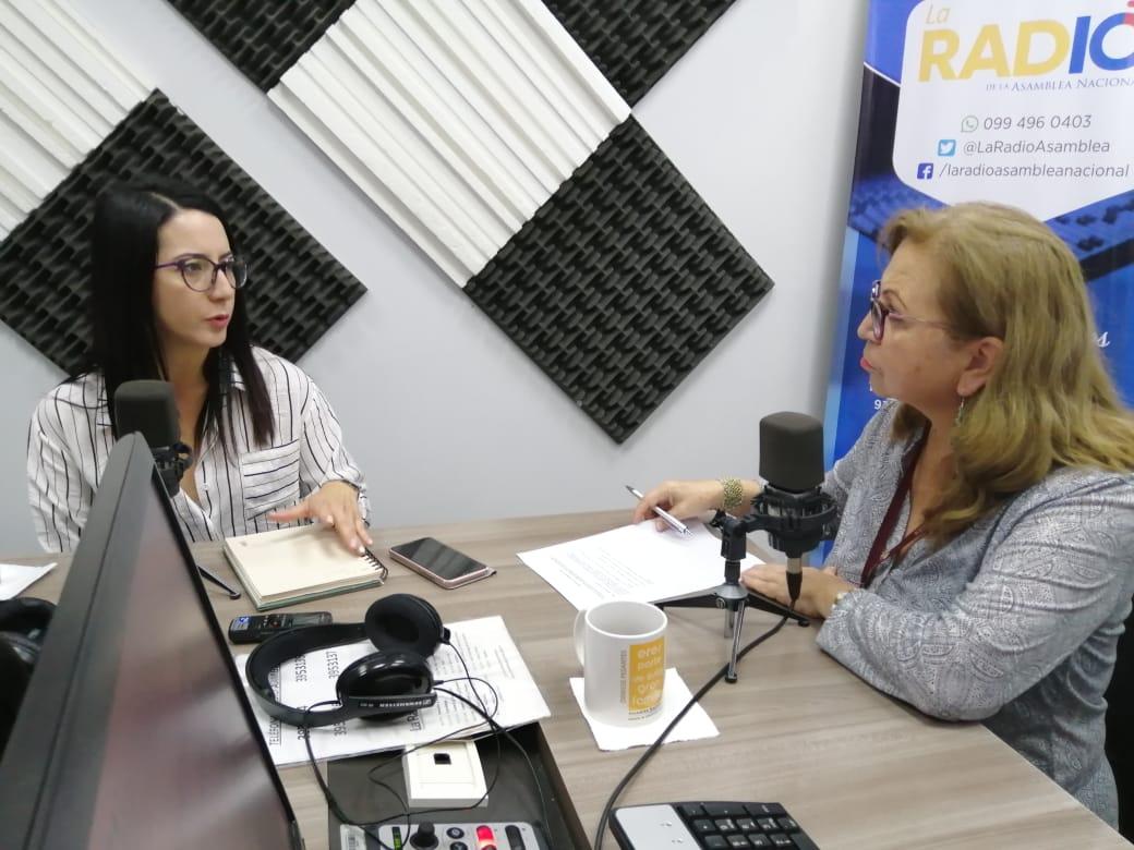 """Carolina Sánchez: Campaña """"Bájale al plástico""""."""