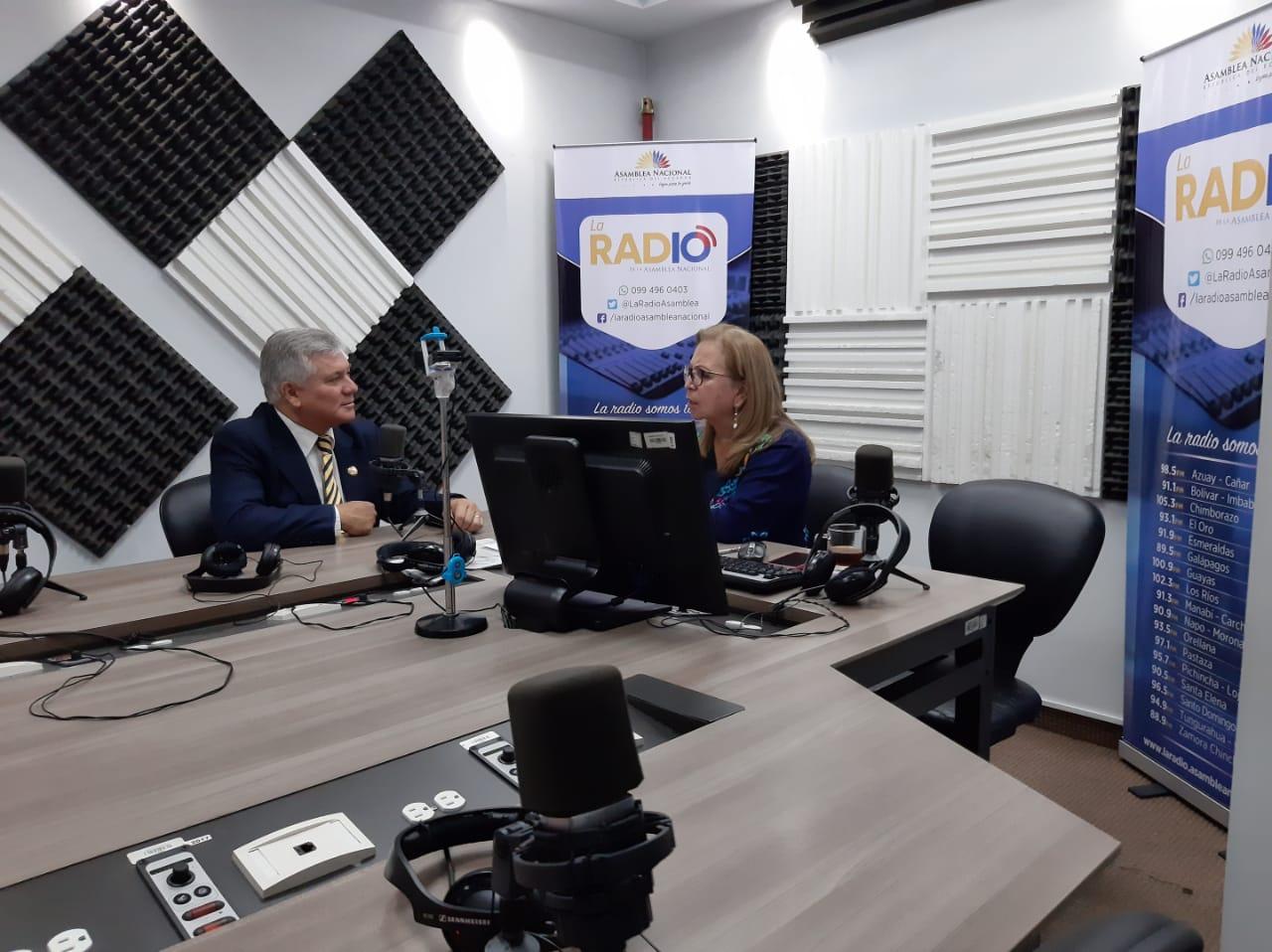 Bernardo Abad: Prohibición de ventas en semáforos de Quito
