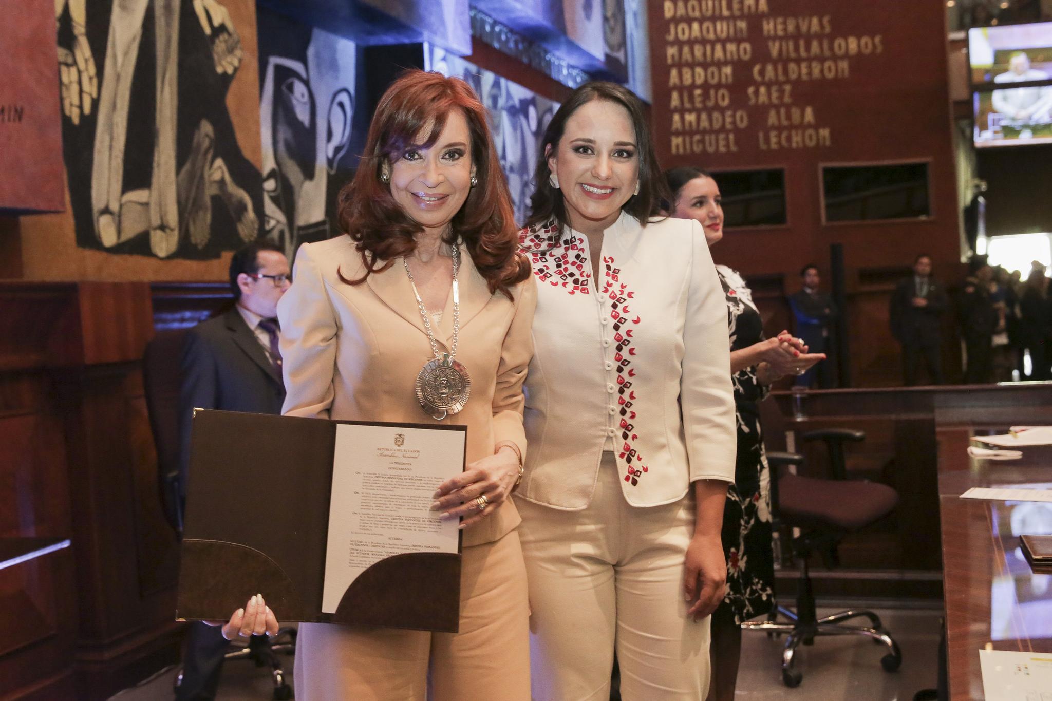 Ecuador: Condecoración a Cristina Fernández