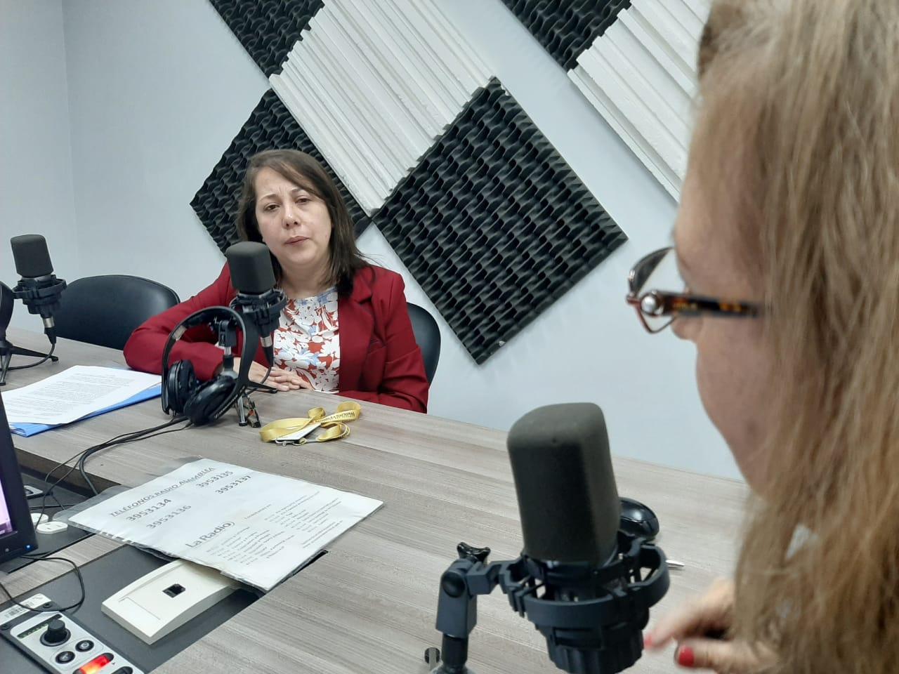 Poema Carrión: Entrega de bonos económicos a hijos de víctimas de femicidios.