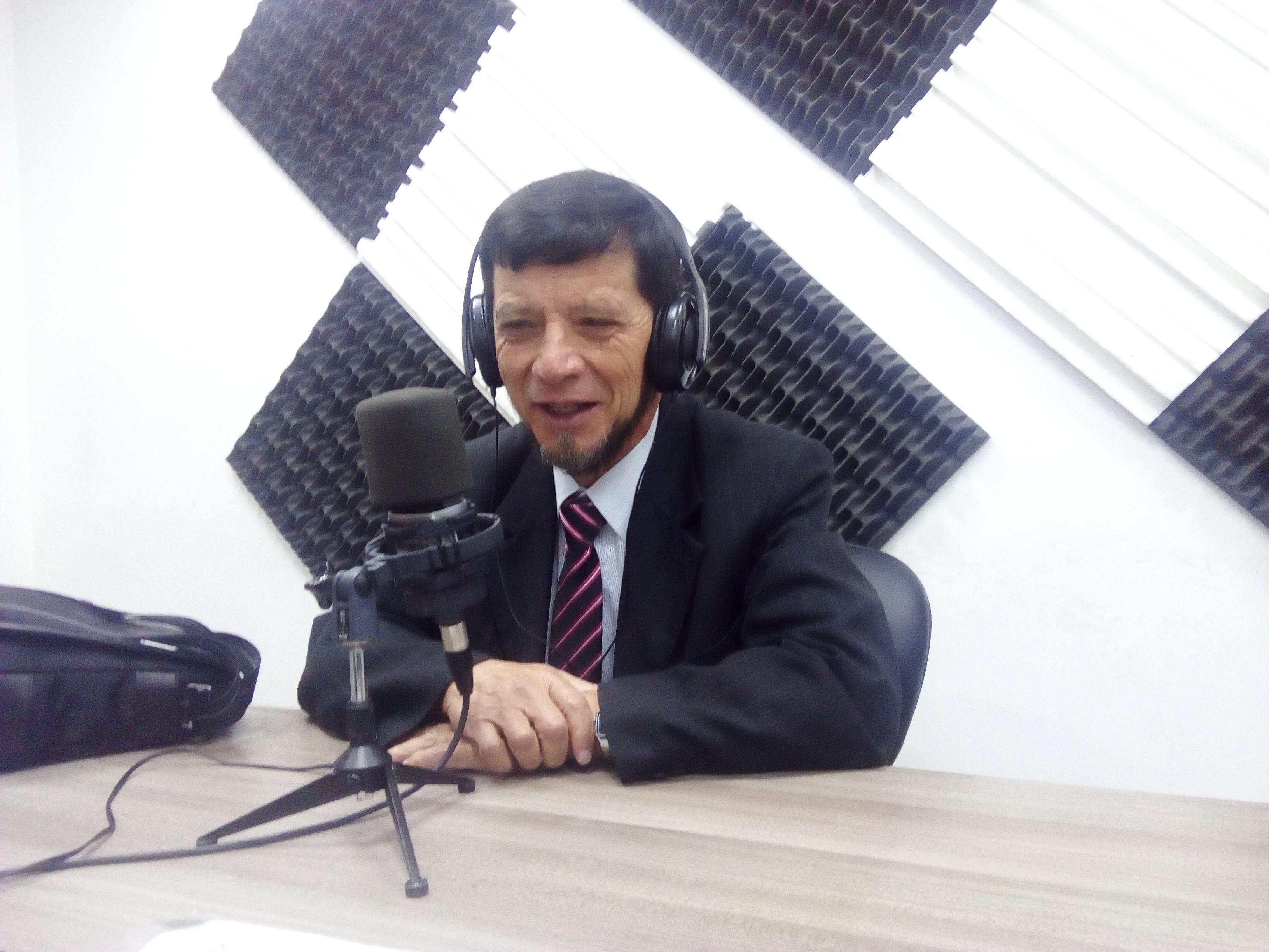 """Israel Cruz: El """"Profe"""" más querido de Riobamba"""